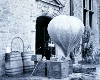 A weather balloon of the type launched by Léon Teisserenc de Bort.